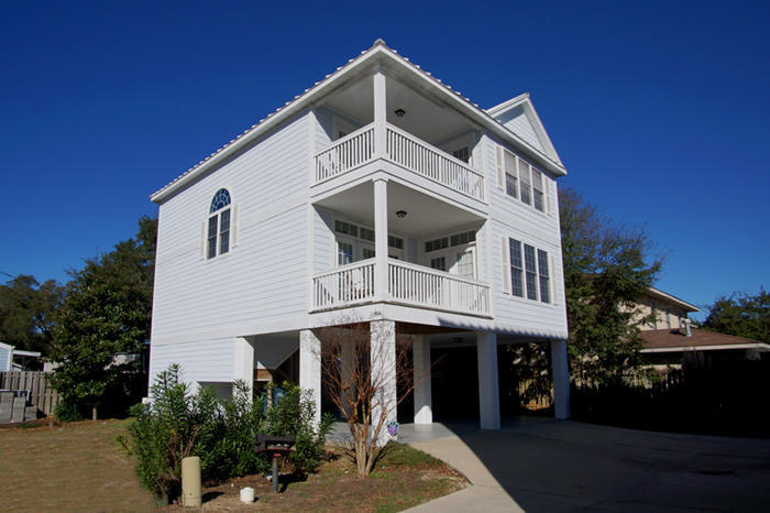 Click here to replace main photo (http://www.northmyrtlebeachtravel.com/propimages/rentals/ccov_504_ext-l.jpg)